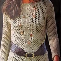 Сетчатый пуловер спицами с ажурными вставками