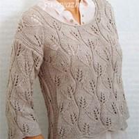 Женский вязаный пуловер с ажурным узором из листьев
