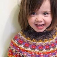 Детский свитер «Калейдоскоп» с круглой жаккардовой кокеткой в технике «бохус»