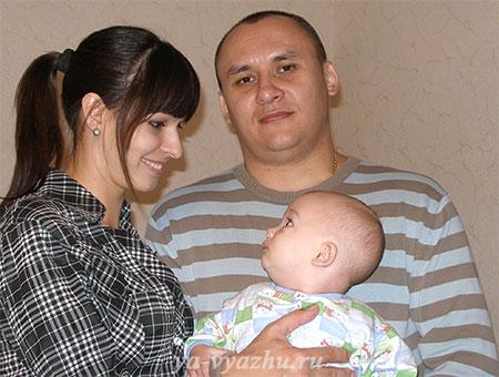 Старшая дочь с мужем и сыночком