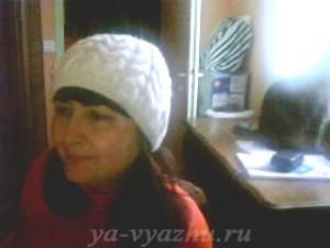 Татьяна в связанной ею шапочке