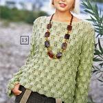 Женский пуловер спицами с ажурным узором