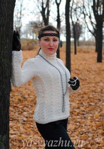 Нарядный свитерок. Работа Анны Шрам