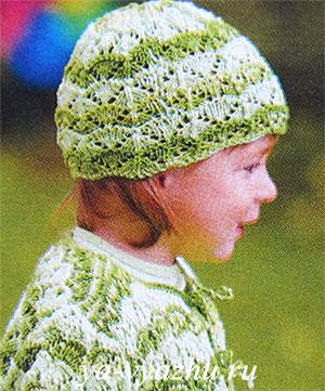 Вязаная спицами летняя шапочка