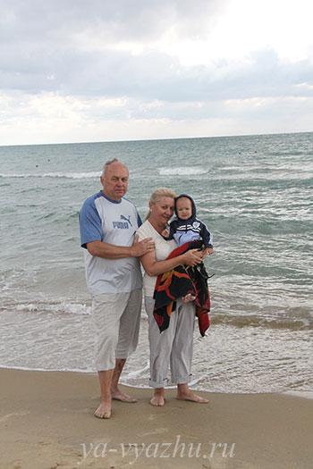 На берегу моря в Витязево