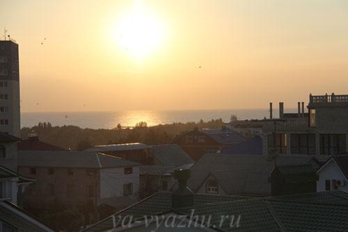 """Вид на море из гостиницы """"Три богатыря"""" в Витязево"""