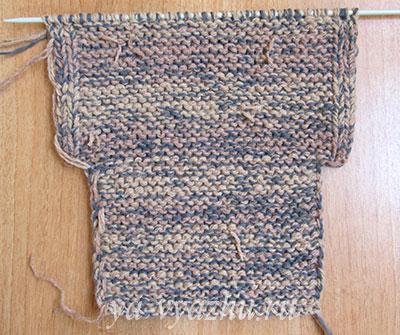 Изнаночная сторона вязаного тапочка