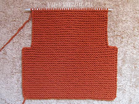 Спинка жакета, связанная платочной вязкой