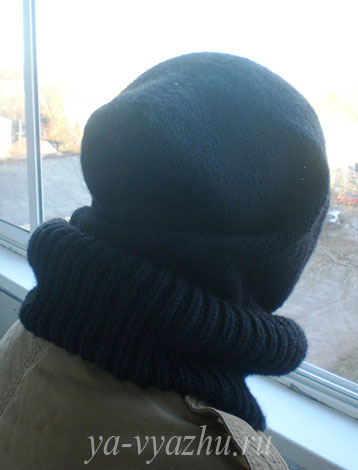 Мужской снуд-капюшон спицами. Вид сзади