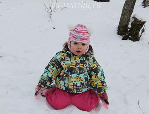 Сидеть на коленках на снегу очень удобно!