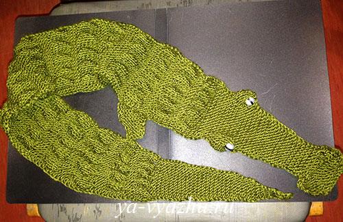 Детский шарф-крокодил спицами от Елены Выскребцевой