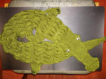 Шарф-крокодил спицами