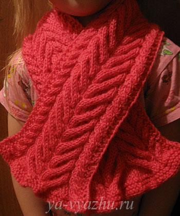 Детский шарф с косами, связанный спицами