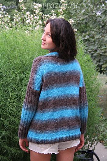 Женский пуловер со спины