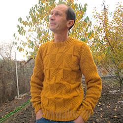 Мужской пуловер горчичного цвета