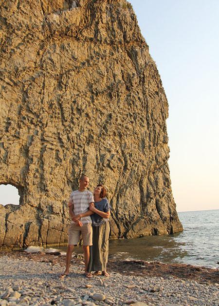 Мы с мужем у скалы Парус