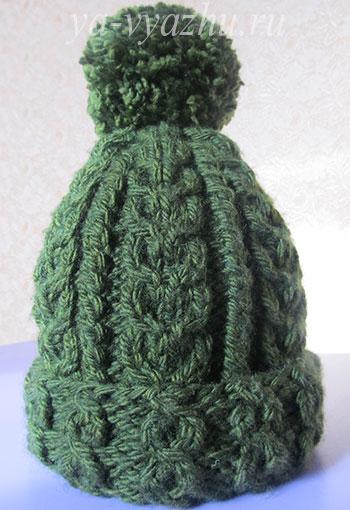 Детская теплая шапочка с помпоном, связанная спицами
