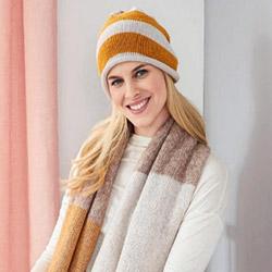 Шапочка и шарф с широкими полосами