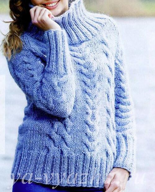 Голубой женский свитер спицами