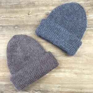 Две шапочки с отворотами