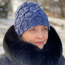 Женская шапка с жгутами