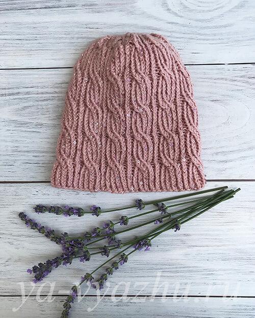 Вязаная шапочка с люрексом и пайетками
