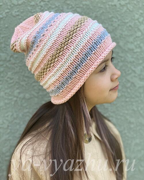 Внучка в розовой шапочке бини