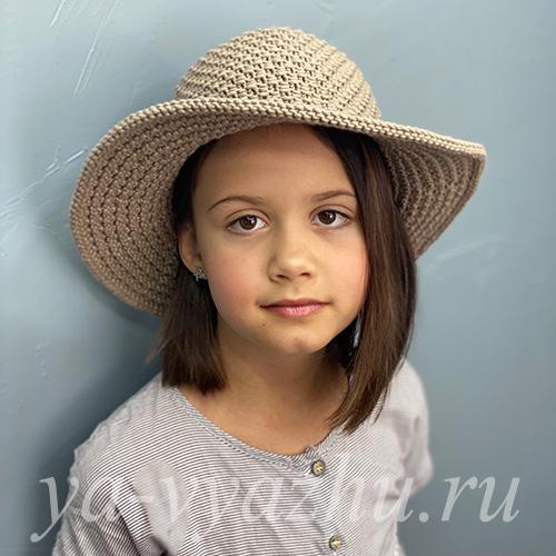 Вязаная спицами широкополая шляпа