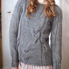 Женский серый пуловер с косами — просто и элегантно!