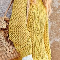 Золотистый ажурный пуловер спицами — в нем вы будете неотразимы!