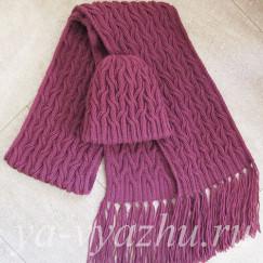Теплая женская шапочка и длинный шарф с кистями к зиме